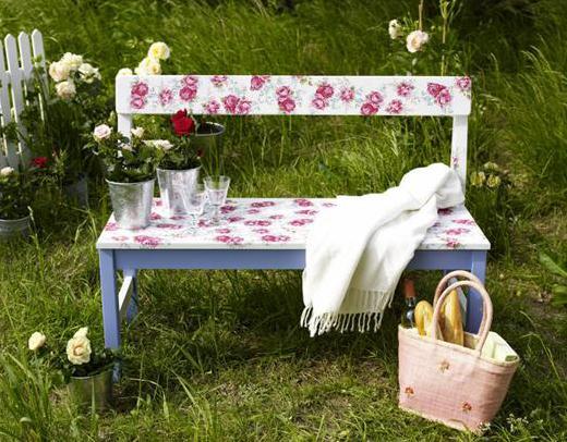 DIY Gartenbank weiß mit Blumenmuster