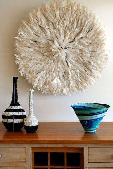 ideen für wandgestaltung mit afrikanischem Juju Hut weiß_sideboard dekorieren