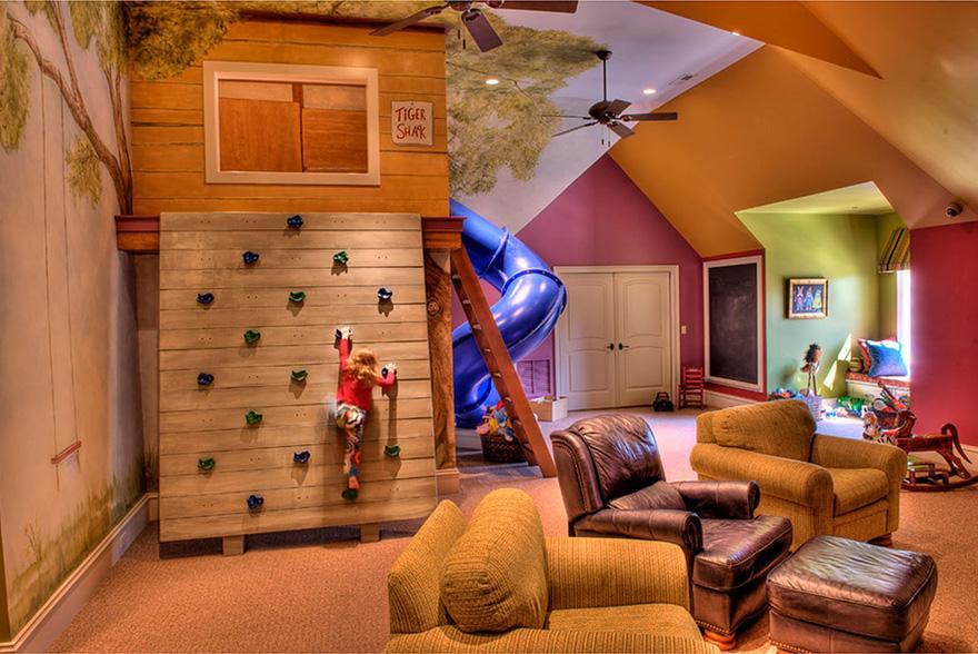 kinderzimmer mit dachschräge einrichten mit Spielhaus und Kletterwand