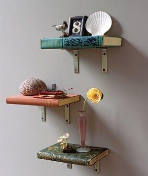 DIY Wandregal aus Büchern für coole wanddeko