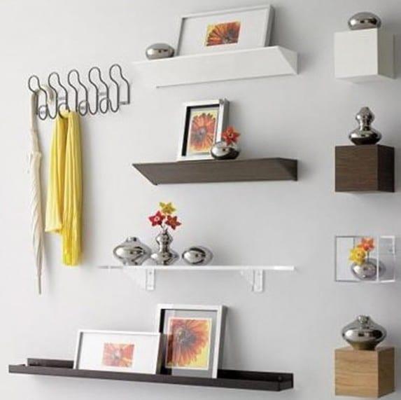 wanddekoration ideen mit wandregalen aus metall in braun und weiß