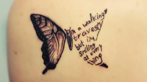 schulter tattoo ideen mit schmetterling tattoo