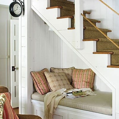 sitznische unter der Innentreppe mit trepenlaäufer