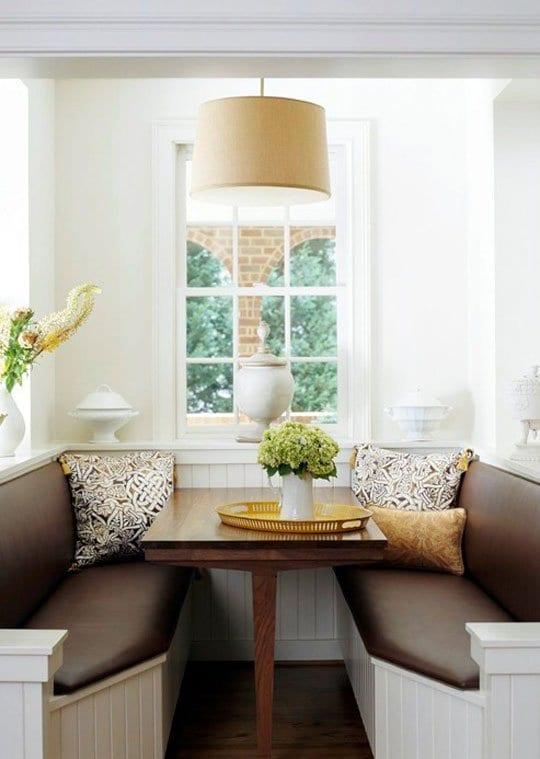 küche verschönern mit weiße Sitzecke und ledersitze braun