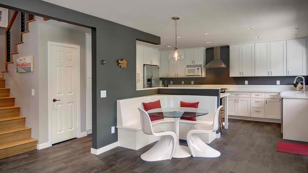 farbgestaltung küche in grau und weiß_idee für bars in der küche