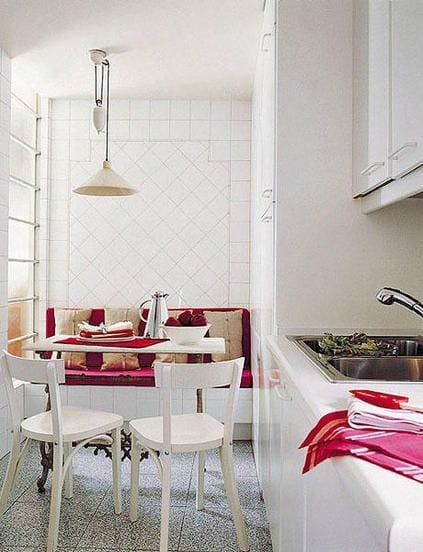 küchenwandgestaltung mit fliesen und hüchenverstelbare Pendelleuchte für kleine küche weiß