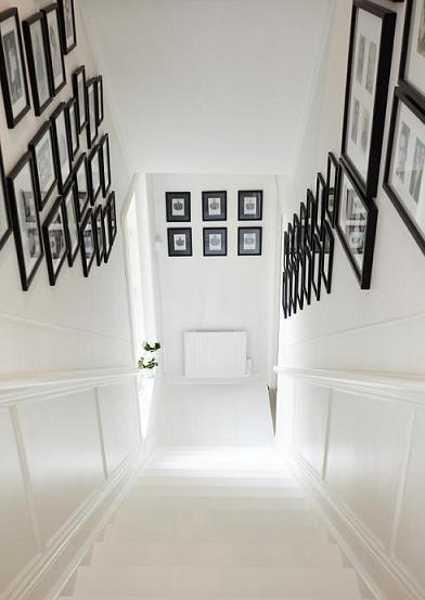 schwarz weiße farbgestaltung und coole wanddeko mit schwarzen bilderrahmen
