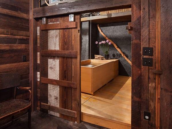modernes badezimmer holz mit rechteckiger badewanne aus Zedernholz