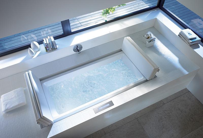 badezimmer ideen mit eingebauter Badewanne und Panoramafenstern