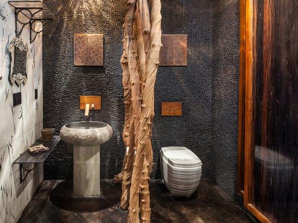 wanddekoration badezimmer mit schwarzen steinen und dusche mit glasschiebetür