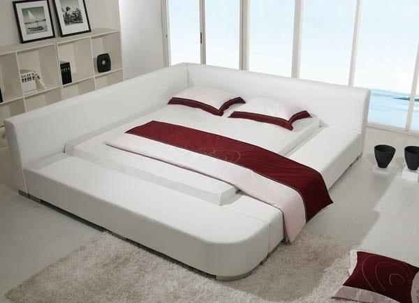 king size wasserbetten weiß mit bettwäsche in weiß und rot
