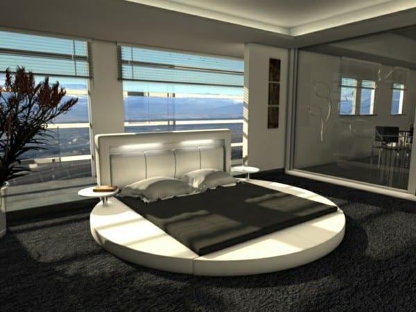 schlafzimmer inspiration mit rundem wasserbet weiß und beleuchtetem polsterkopfbrett