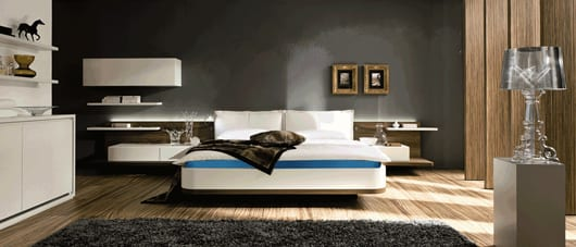 modernes schlafzimmer inspiration mit wasserbett und schwarze wand