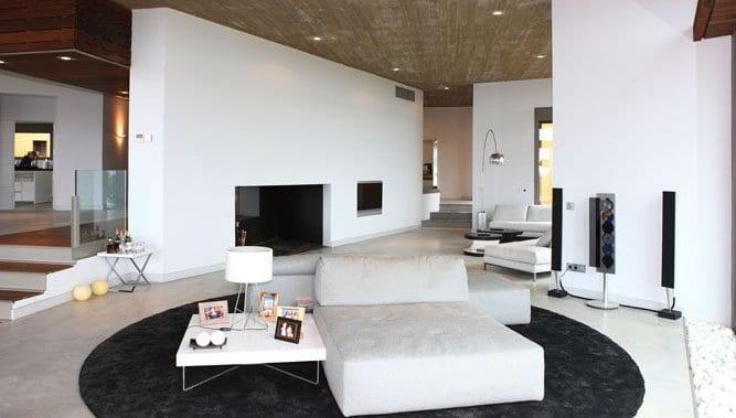 wohnzimmer inspirationen mit minimalistischem kamin und coole seats and sofas mit couchtisch weiß