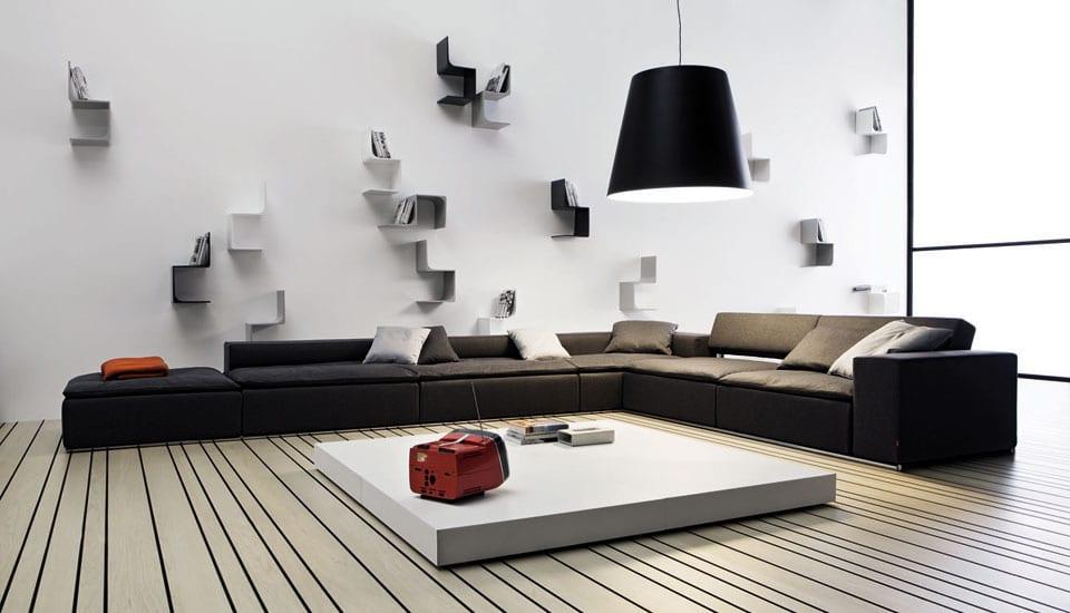 wohnzimmer inspirationen mit ecksofa schwarz und niedrige rechteckige couchtisch weiß