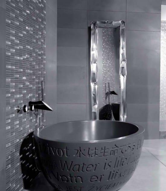 innendesign badezimmer mit freistehende badewanne rund und länglichem spigel für badezimmer