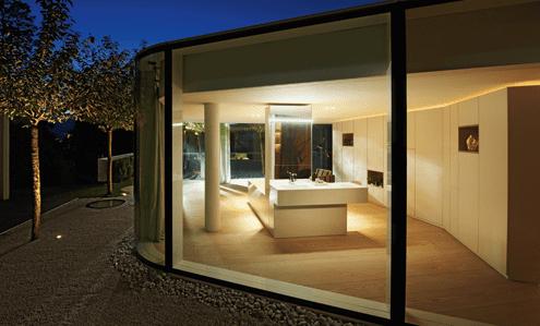 badezimmergestaltung mit Trennwand zwischen Badewanne und Waschtisch