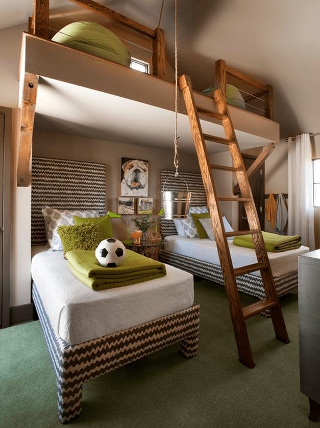 modernes kinderzimmer in braun und grün mit holzleiter zu Sitzecke