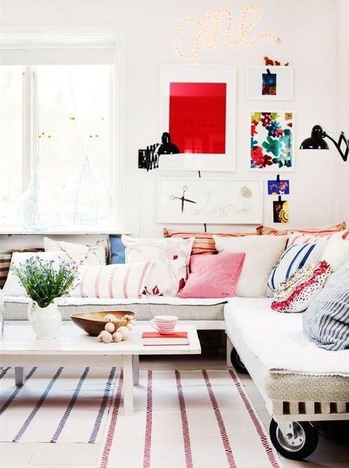 Sofa Aus Europaletten In Weiß Und Weißer Couchtisch Holz Für Eirichtung  Wohnzimmer In Weiß