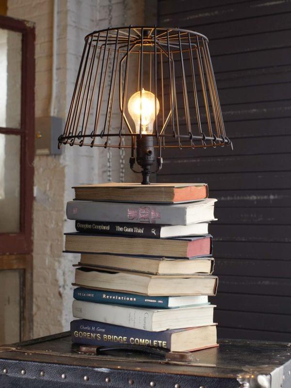 DIY Tischlampe aus büchern