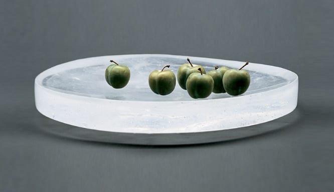tisch dekorieren mit moderner runder Obstschale aus glas