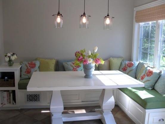 kleine küche weiß mit sitzecke küche und pendelleuchten aus glas