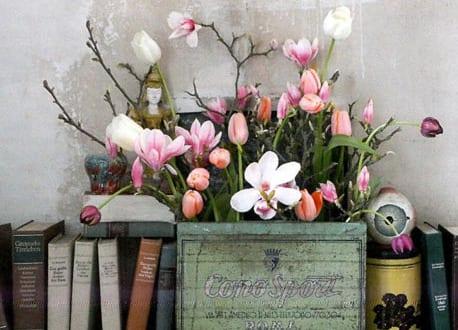 Frühlingsdeko mit Frühlingsblumen