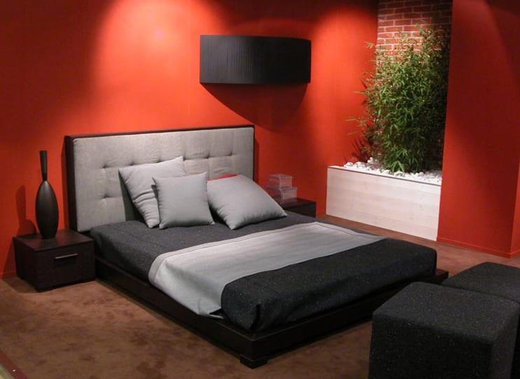 schlafzimmer farbgestaltung in rot und schwarz für modernes schlafzimmer mit steingarten und bambus