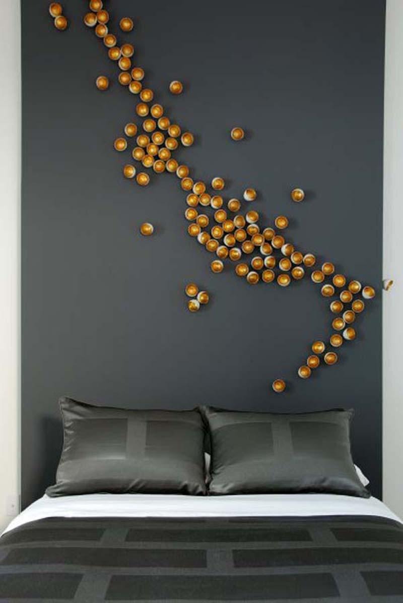 ideen für wandgestaltung schlafzimmer mit wandfarbe grau und moderne bettwäsche grau