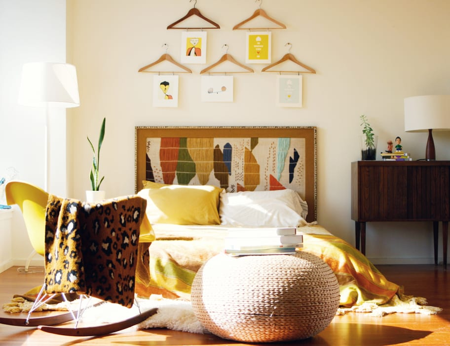 schlafzimmer inspiration mit schaukelstühl gelb und elegante bettwäsche gelb