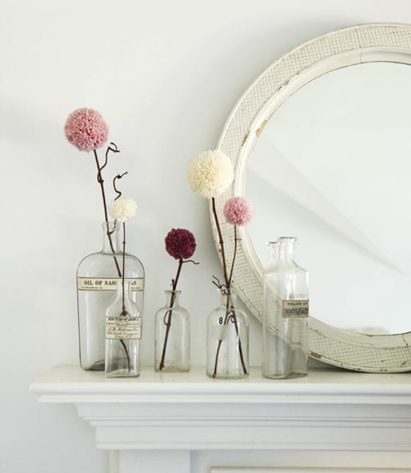 fantastische dekoidee mit rundem Spiegel und lila blumen