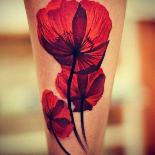 tattoo vorschläge unterarm mit farbigem tattoo Mohnblume