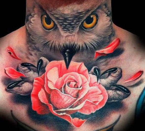 tattoo ideen mann mit eule und rose als halstattoo