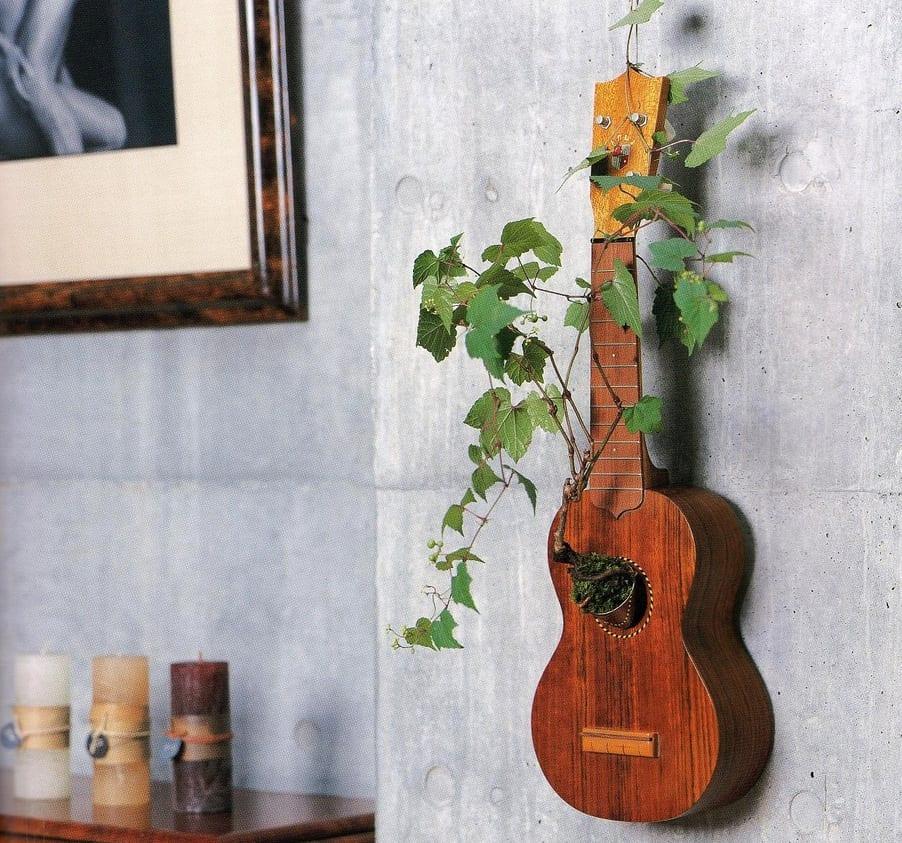 wohnzimmer inspirationen mit sichtbetonwänden und coole wanddeko mit pflanzen