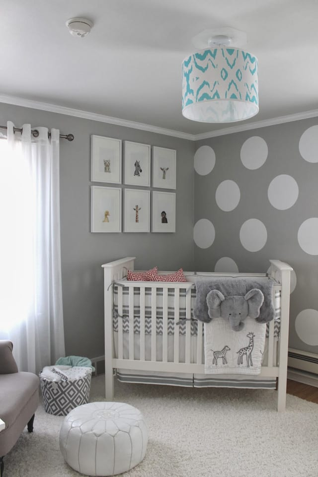 wände streichen idee in hellgrau mit punktmuster für modernes babyzimmer einrichten