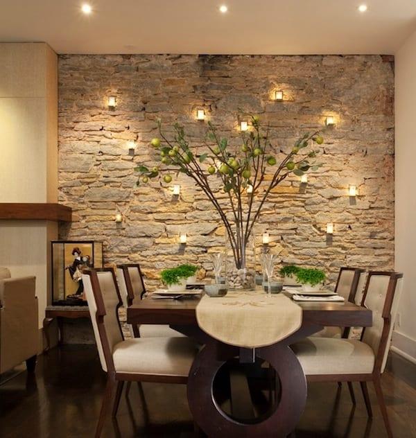 wohn esszimmer gestaltung mit esszimmer massiv und natursteinwand mit kerzenhaltern