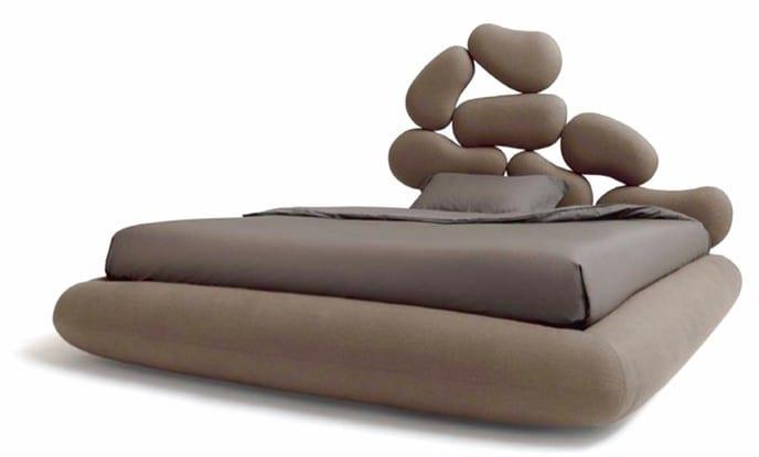 moderne luftmatratze mit kopfbrett in braun für Wasserbettmatratze mit bettwäsche grau