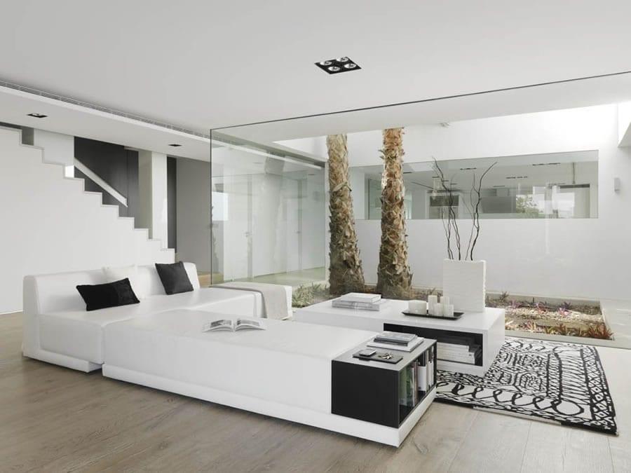 luxus wohnzimmer mit leder sitzecke wei0 und teppich schwarz weiß