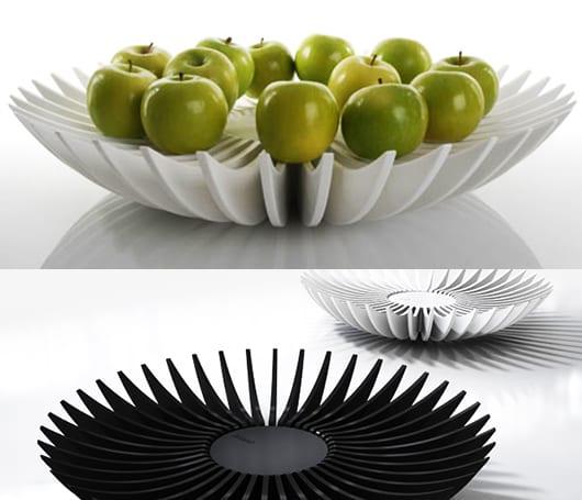 moderne runde obstschalen in weiß und schwarz