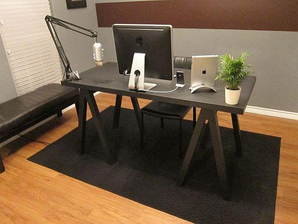 DIY Büroschreibtisch schwarz aus holz