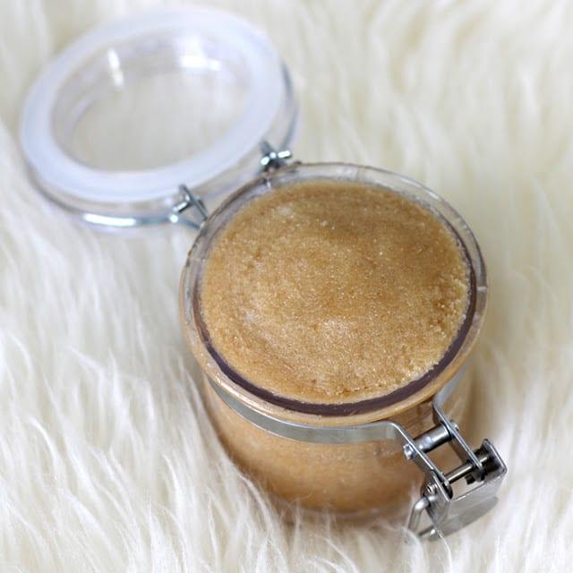 DIY Lippenbalsam aus Vanille und Zucker als coole Geschenkidee für Sie