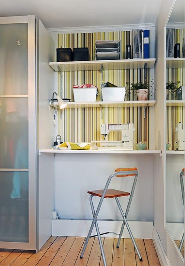 Arbeitstisch und Schreibtisch aus Wandregal