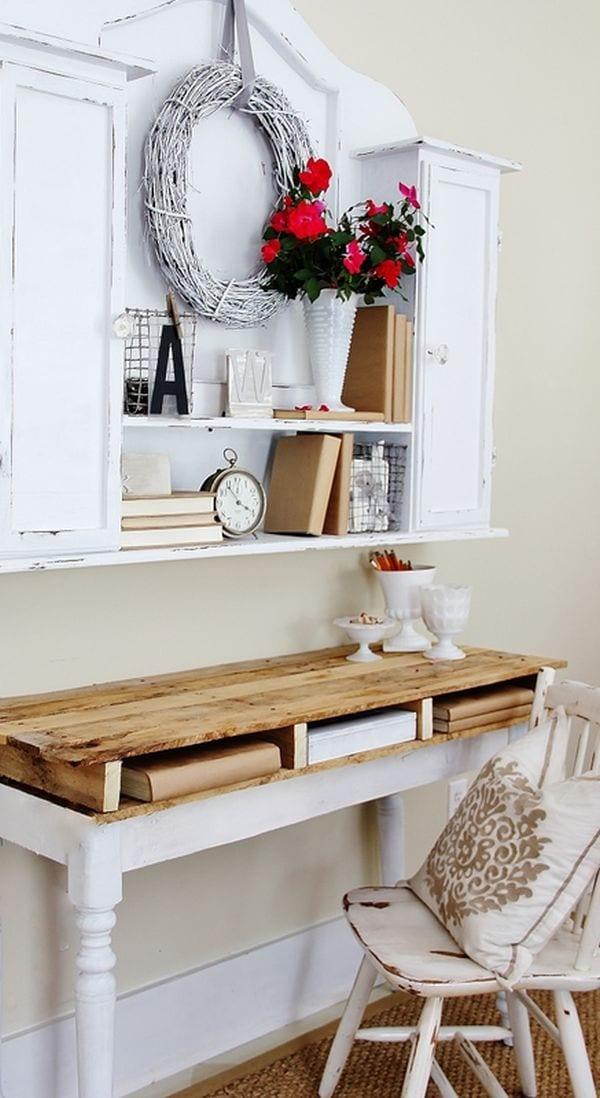 wandbefestigter Schreibtisch aus paletten bauen für rustikales Interior in weiß