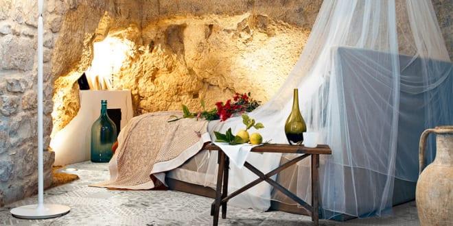 schlafzimmer gestaltung mit bodenfliesen und mauerwerkwände für ... - Schlafzimmergestaltung