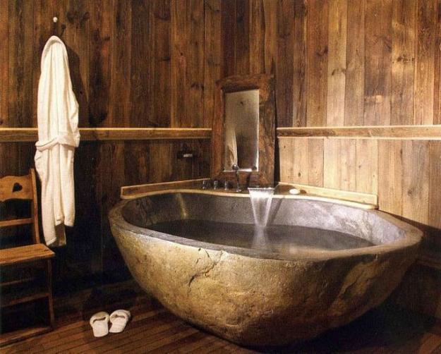 badezimmer rustikal mit steinbadewanne