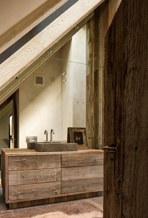 kleine badezimmer inspiration mit dachschräge und waschtischschrank aus echtholz