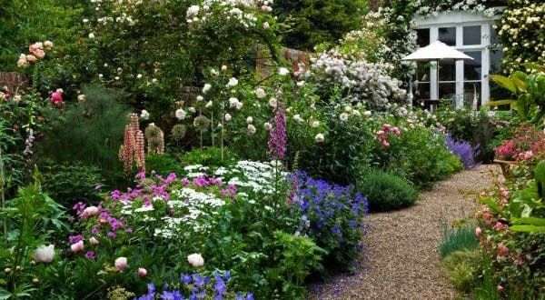 traditional english border gravel garden path freshouse. Black Bedroom Furniture Sets. Home Design Ideas