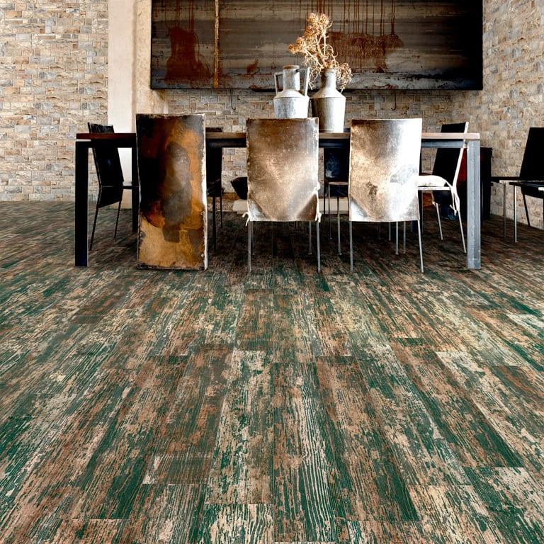 modernes Wohnzimmer einrichten mit Keramikfliesen in Holzoptik und Esstisch schwarz
