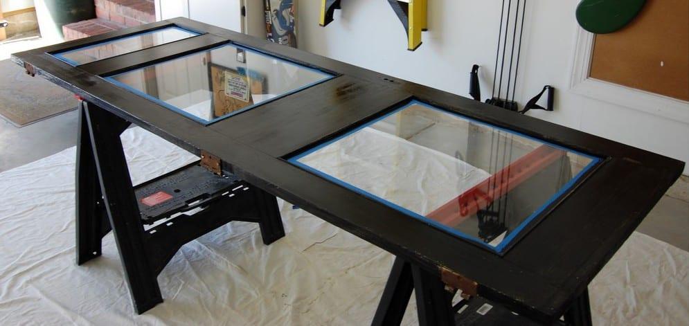 coole Bastelidee für DIY Schreibtisch schwarz aus Holztür mit verglasung