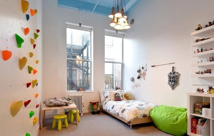Coole idee kinderzimmer mit kletterwand via alignednyc for Coole kinderzimmer